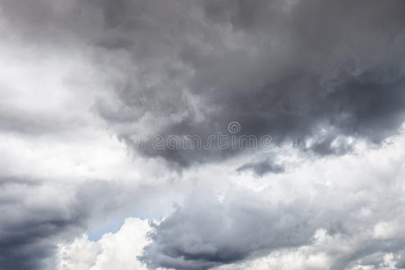 clouds den mörka stormen royaltyfri bild