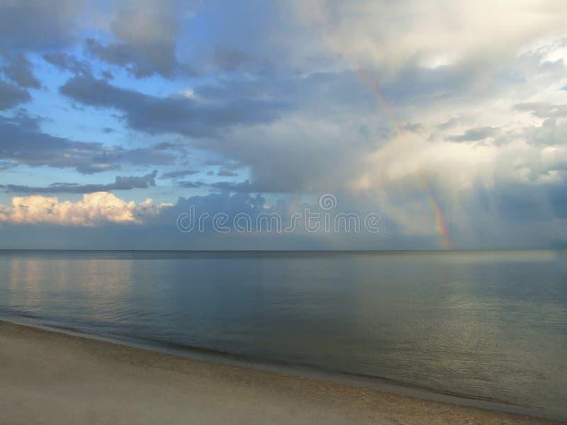 clouds den naturliga regnbågen royaltyfri bild