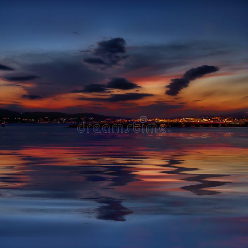 clouds den rijeka solnedgången under royaltyfri foto