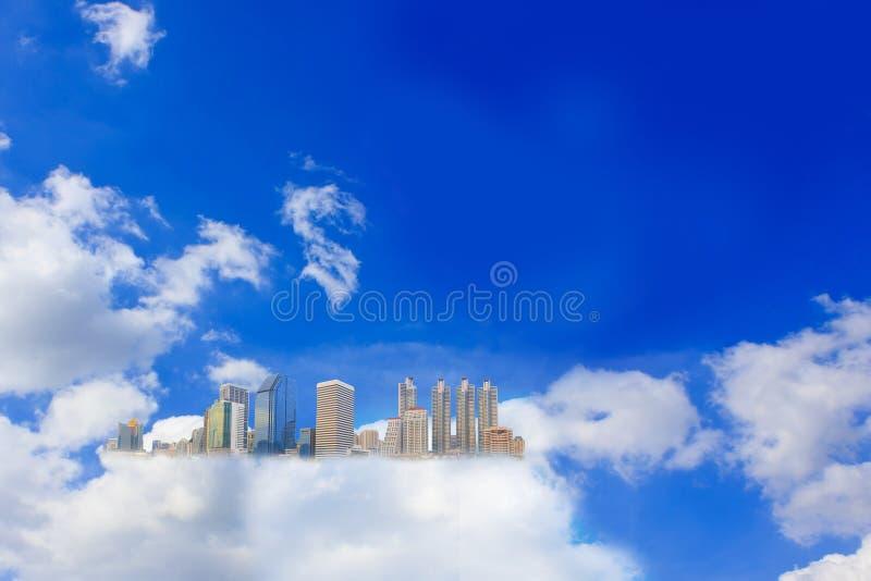 clouds fluffigt arkivbilder