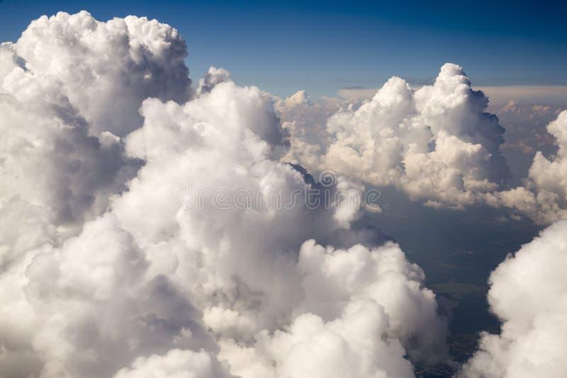 clouds fluffigt royaltyfri fotografi