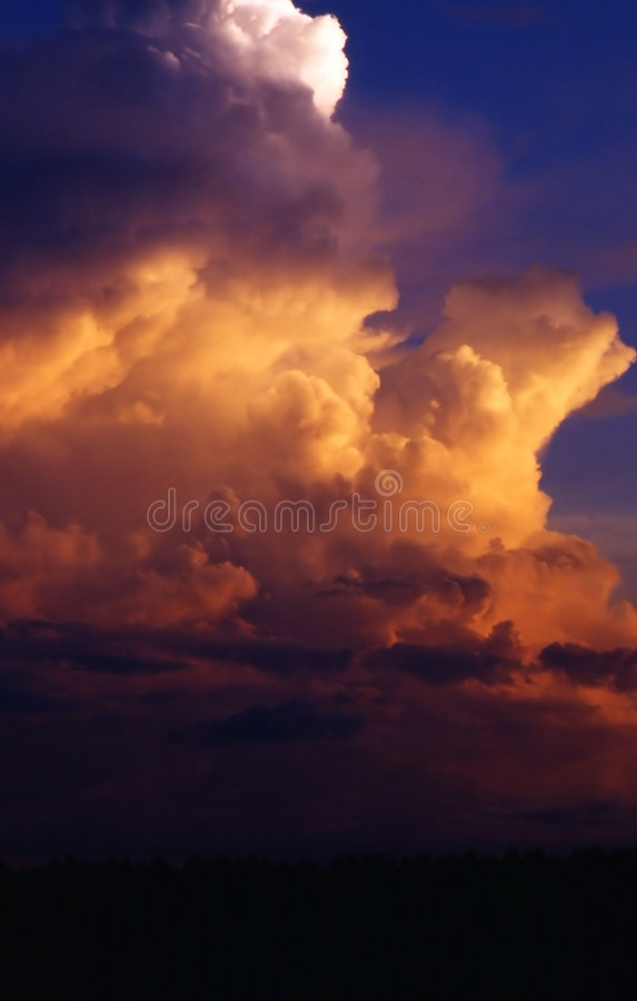 Clouds Guden Som Royaltyfri Foto