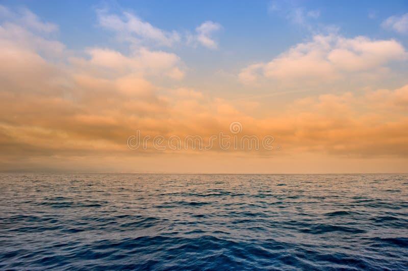 clouds hav över royaltyfri bild