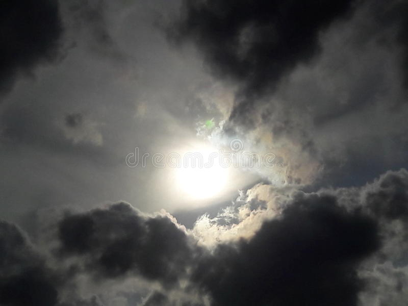 clouds illavarslande arkivfoto