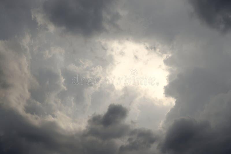 clouds illavarslande regn royaltyfri foto