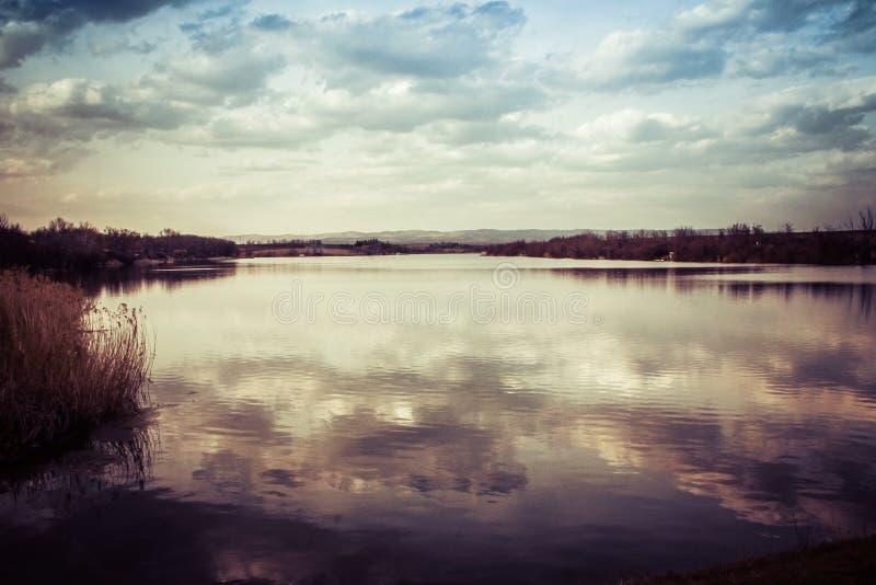 clouds laken arkivfoton