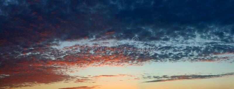 clouds mörkt dramatiskt arkivfoton