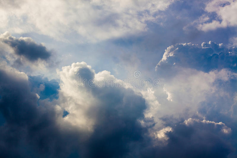 clouds mörkt regn royaltyfri foto
