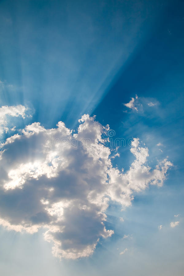 Clouds With Radiating Sunbeams Royalty Free Stock Images