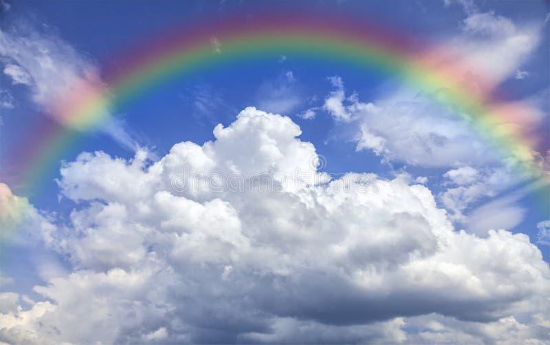 clouds regnbågen fotografering för bildbyråer