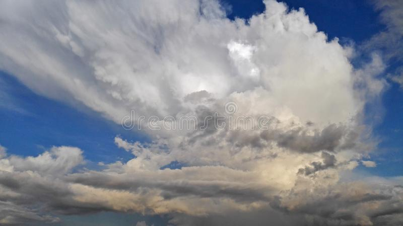 The clouds the sky. Cloud is due to the moist air rises, in the process of rise, because of external pressure decrease with height, and its volume gradually stock images