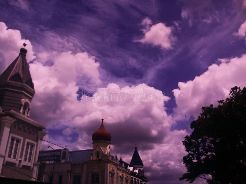 Download Clouds skyen fotografering för bildbyråer. Bild av härlig - 106832847