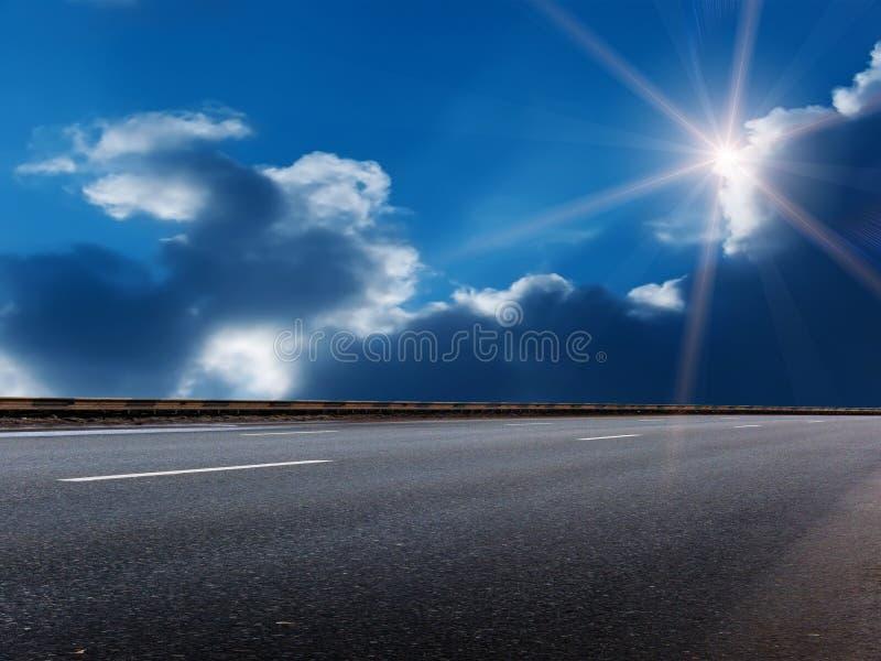 clouds skysunen arkivfoton