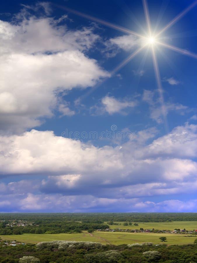 clouds skysunsolljus arkivbild
