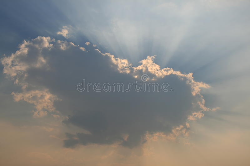 clouds solljus arkivbilder
