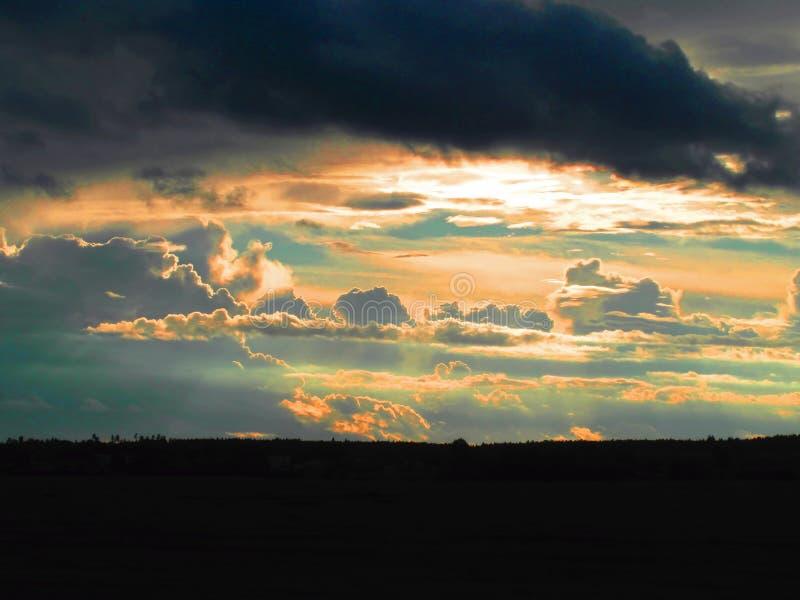 clouds solnedgång Härlig sky arkivbild