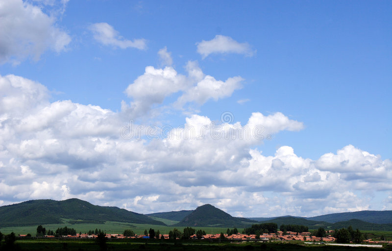 clouds vita berg royaltyfri illustrationer