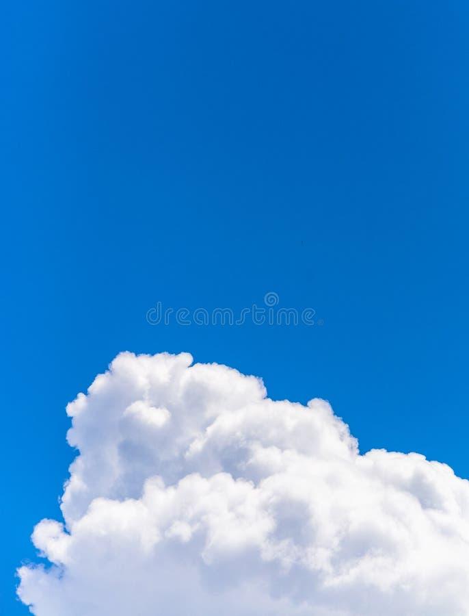 Cloudscape在春天 免版税库存图片