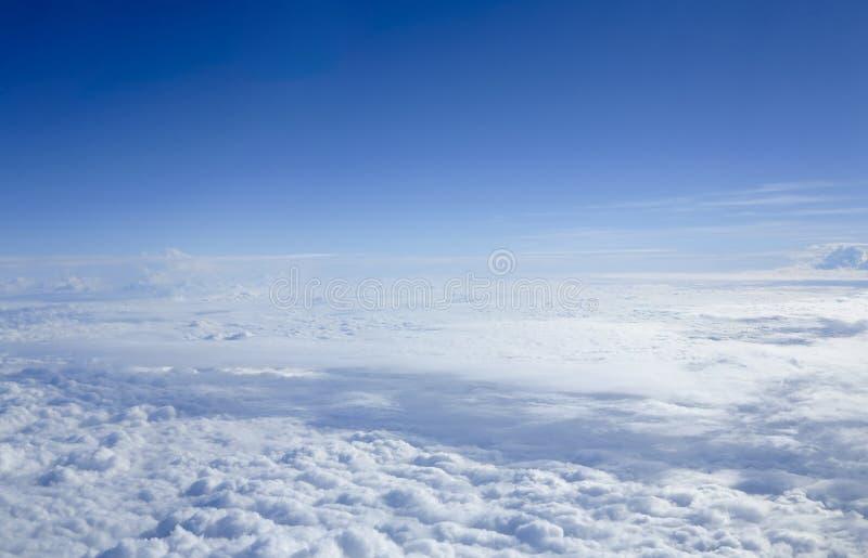 Cloudscape μέσω του παραθύρου πτήσης στοκ φωτογραφία με δικαίωμα ελεύθερης χρήσης