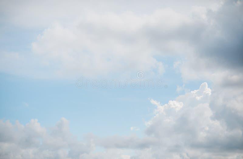 Cloudscape в лете стоковая фотография