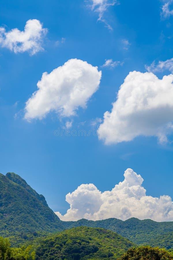 Cloudscape в сельской местности, лете стоковая фотография