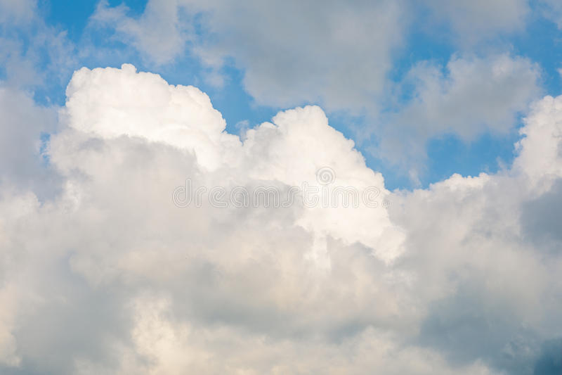 cloudscape в ясном дневном времени стоковые фото