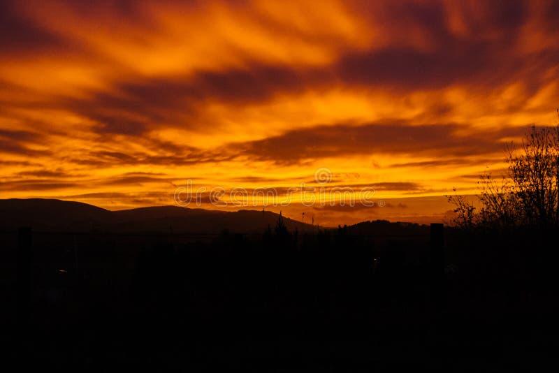 Πορτοκαλί ηλιοβασίλεμα και cloudscape στοκ εικόνα με δικαίωμα ελεύθερης χρήσης
