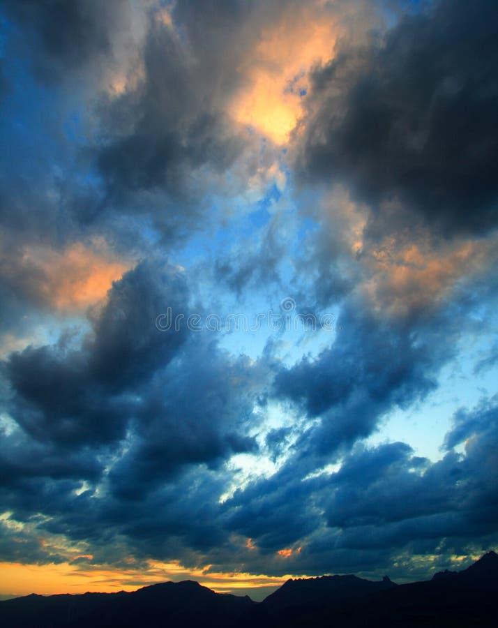 Cloudscape bij zonsondergang stock afbeeldingen