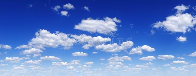 Cloudscape - ciel bleu et nuages images stock