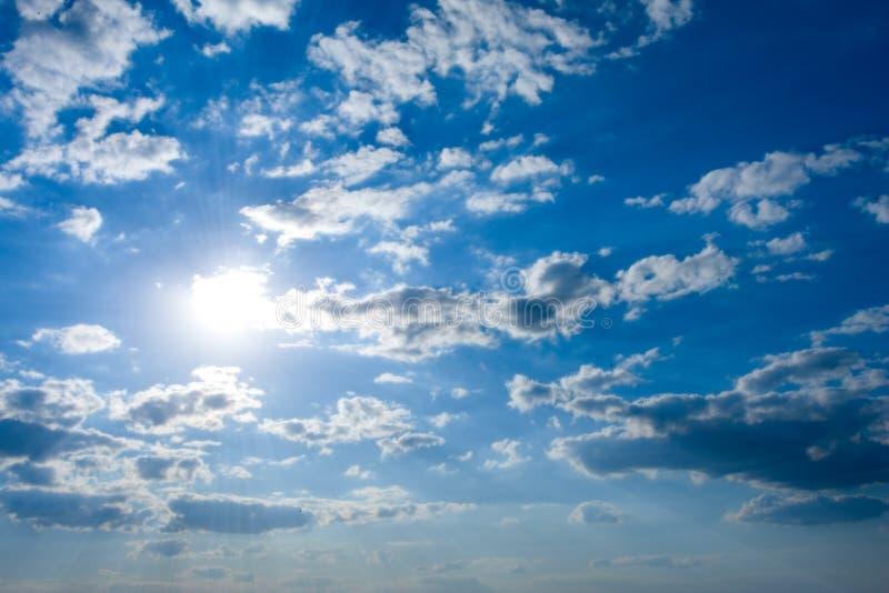 Cloudscape com sol imagem de stock royalty free