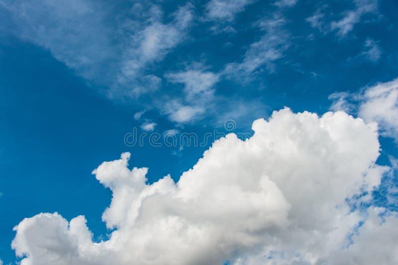 Download Cloudscape de brillante imagen de archivo. Imagen de claro - 41917453