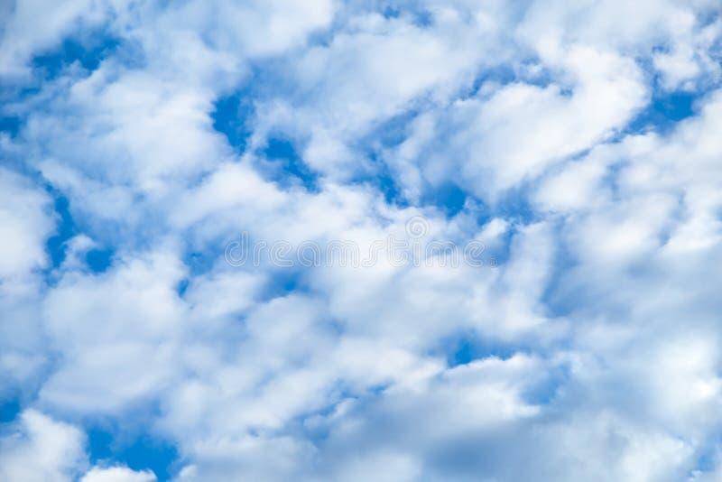 cloudscape Dimensione differente piacevole delle nuvole immagine stock libera da diritti