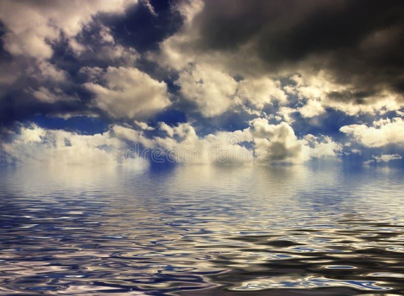 Cloudscape do por do sol imagem de stock