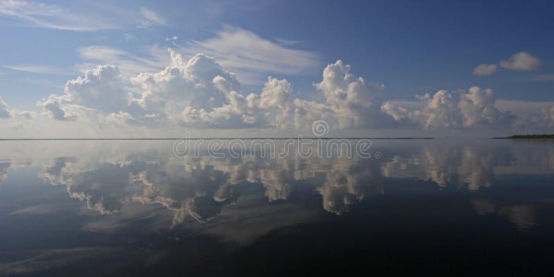 Cloudscape dramatique au-dessus de parc national de Biscayne, la Floride images libres de droits