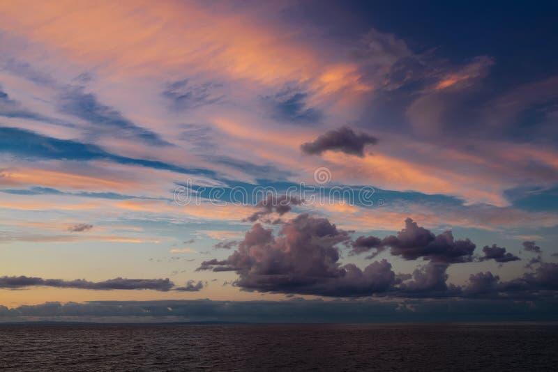 Cloudscape en el mar imagen de archivo
