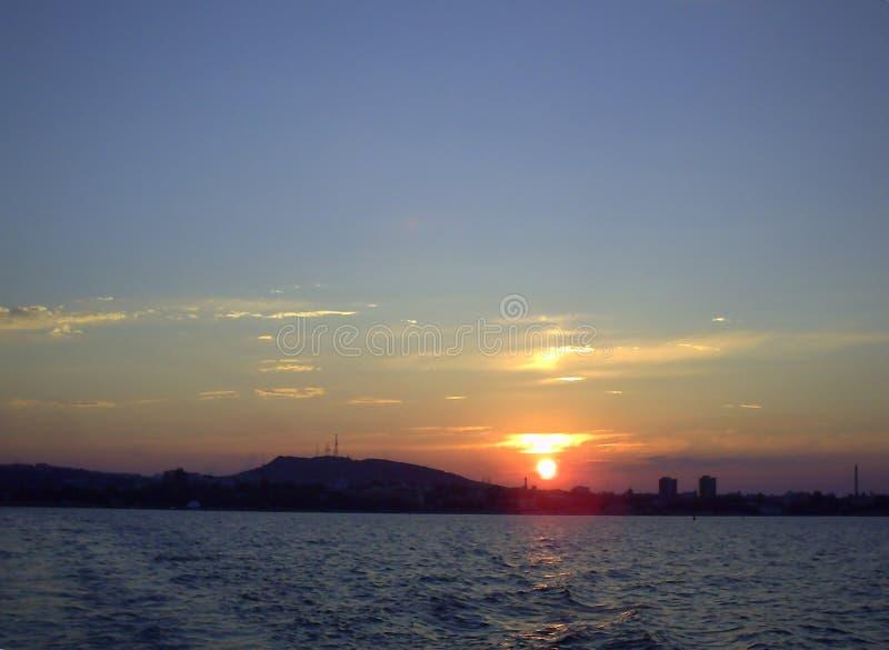 Cloudscape sopra il mare al tramonto fotografie stock