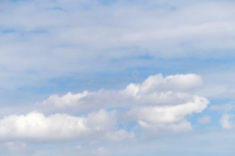 Cloudscape tła cirostratus i cumulus fotografia royalty free