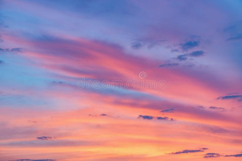 Cloudscape ?tonnant sur le ciel image stock