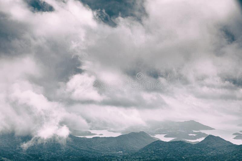 Cloudscape y paisaje fotos de archivo