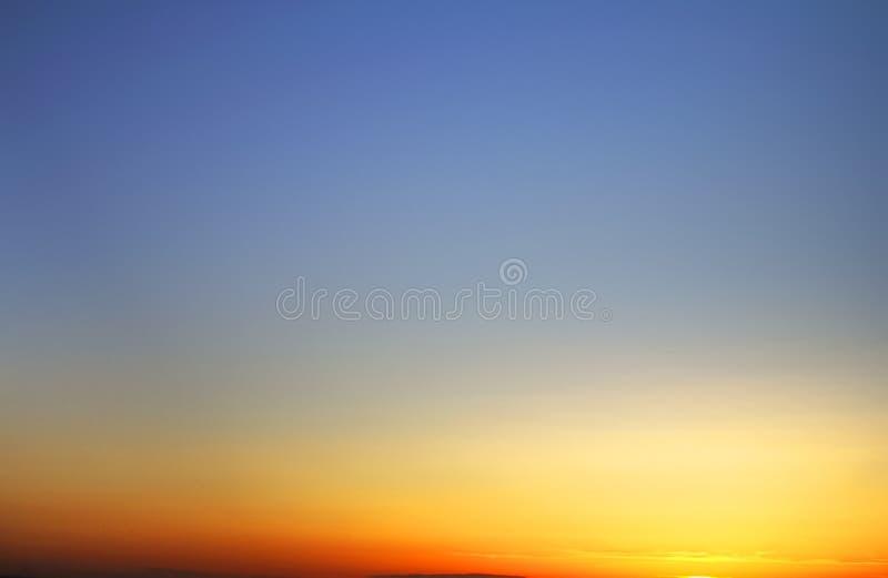 Cloudskape do céu com as nuvens no nascer do sol fotografia de stock royalty free