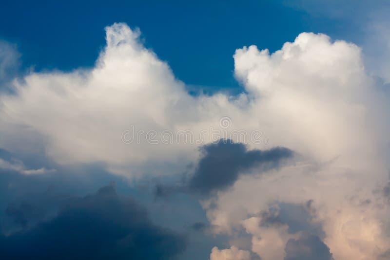 Download Cloudspace photo stock. Image du espace, complètement - 45351306