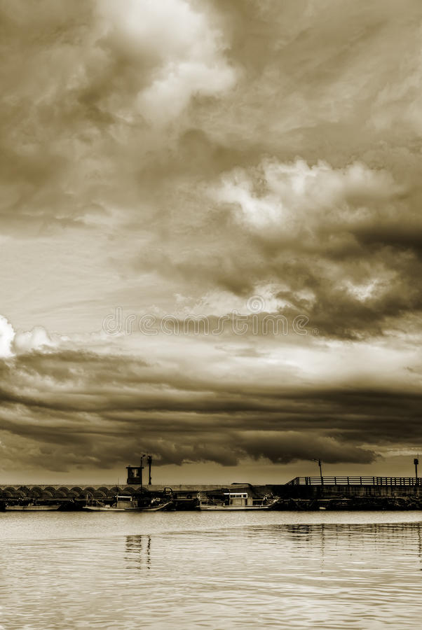 Free Cloudy Sky Royalty Free Stock Images - 15868579