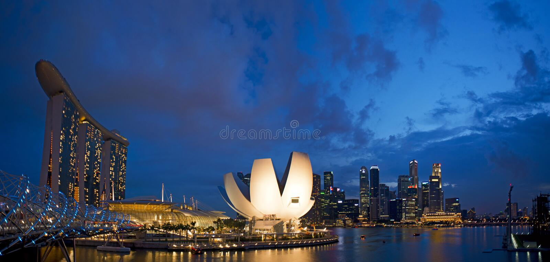 Cloudy sunset over Marina Bay Sands royalty free stock photos