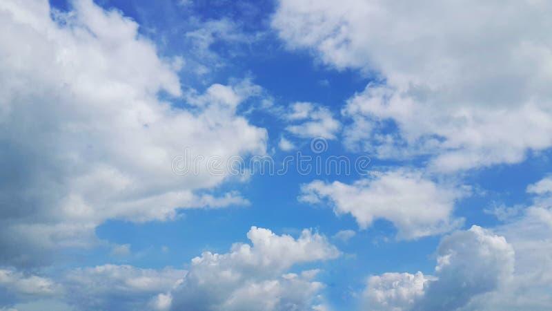 Clound e tempo do por do sol do céu? papel de parede do fundo do céu imagens de stock