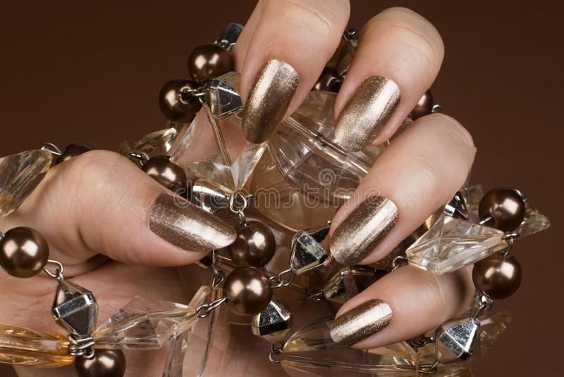 Clous bruns brillants photo stock