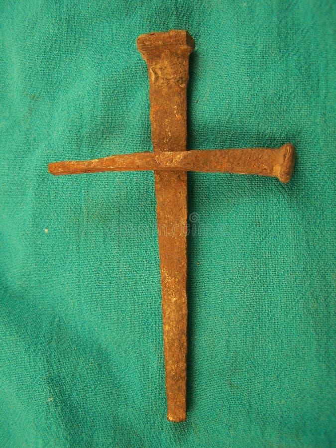 Download Clous Dans La Forme De La Croix Image stock - Image du pâques, clou: 92101