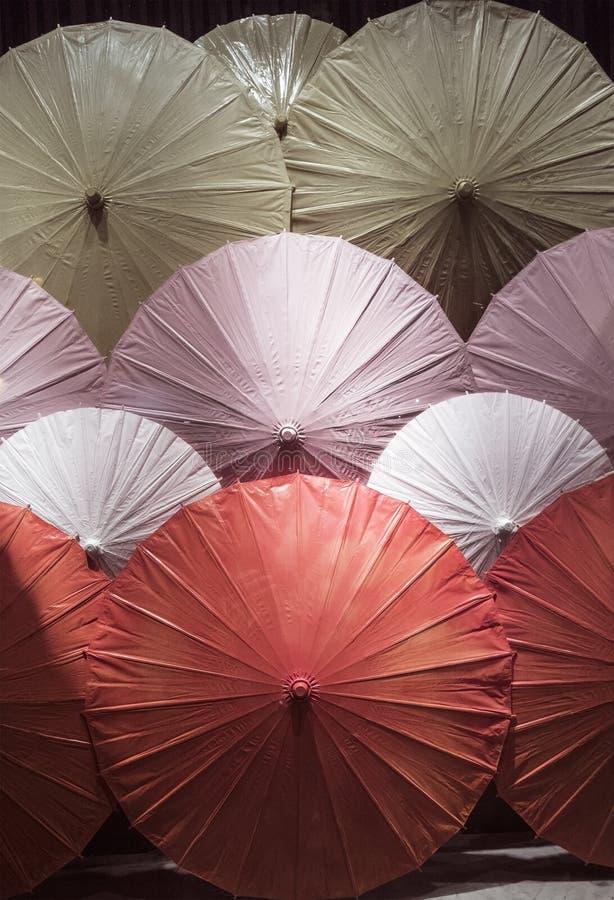 Clouse-up variopinto cinese degli ombrelli immagine stock