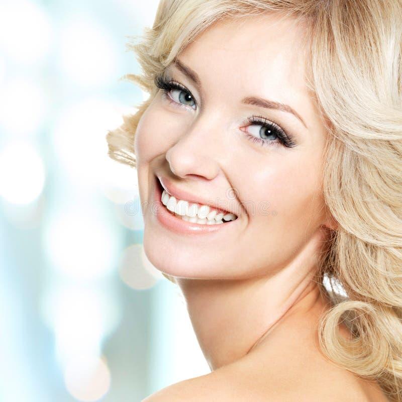 Clouseupgezicht van mooie vrouw met wit haar royalty-vrije stock fotografie