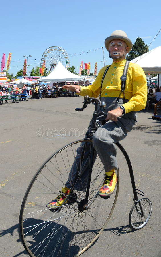 Clown auf Penny Farthing Bicycle lizenzfreies stockfoto