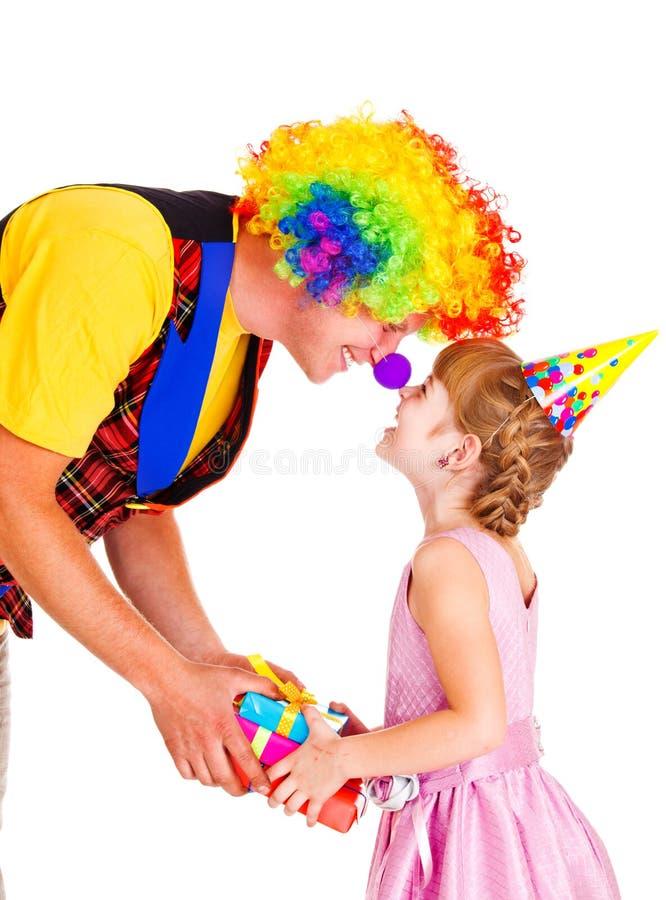 Clown, der Geschenk gibt stockbilder